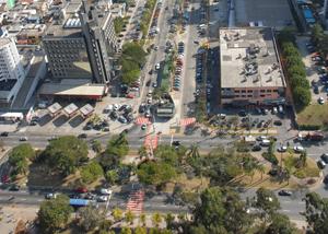 Alameda Rio Negro com Alameda Madeira no Centro Comercial em Alphaville Barueri-SP
