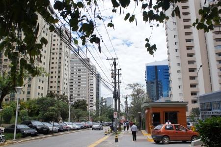 Alameda Grajaú em Alphaville Barueri São Paulo. Foto de Júnior Holanda.