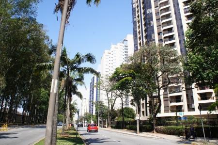 Edifício Alphama em Alphaville Barueri São Paulo. Localizado na Alameda Grajaú esquina com a Alameda Mamoré. Foto de Júnior Holanda 2012.