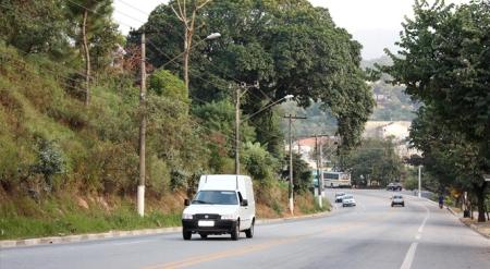 Estrada dos Romeiros entre os municípios de Barueri e Santana de Parnaíba região oeste Metropolitana da Grande São Paulo.
