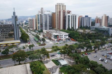 Edifício Station Square ao lado esquerdo da foto. Alphaville - Barueri - São Paulo. Foto de Júnior Holanda em 23.06.2013 às 15:40hrs