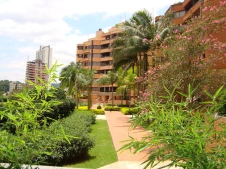 Apartamento com 339,39M² de AU e 579,19M² de AT.