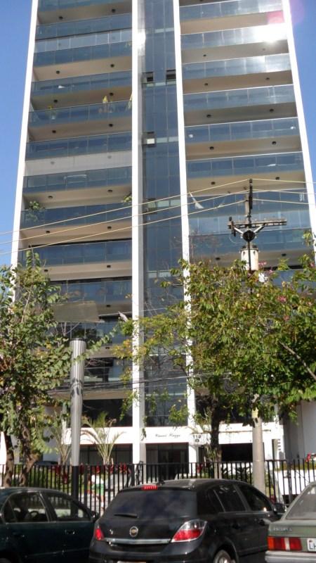 Edifício Cauaxi Plaza localizado na Avenida Cauaxi em Alphaville - Barueri - São Paulo. Foto de Júnior Holanda.