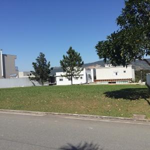 Vista do Terreno Plano com 441,00m² localizado no Condomínio Burle Marx Alphaville. Foto de Júnior Holanda.